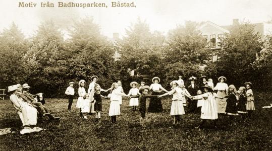 Dans i det gröna i Badhusparken, Båstad