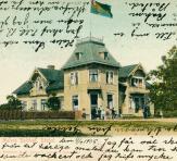 Villa Harald med unionsflaggan i topp. Bl.a. Holmbergs speceri- och manufakturaffär